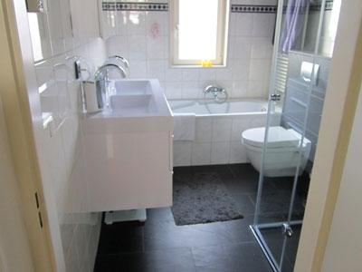 Badkamer radiatorombouw badkamer inspirerende foto 39 s en idee n van het interieur en - Sanitair opknappen ...